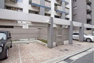 レジディア新宿イースト2の駐車場