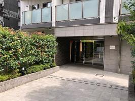 グローリオ新宿夏目坂のエントランス