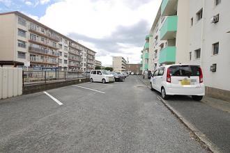 中鶴ハイツの駐車場